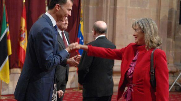 María José Cervero saludando al Rey Felipe VI.