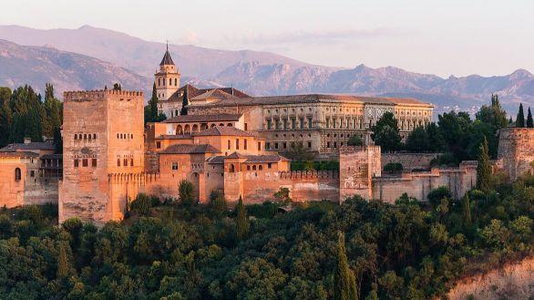 La Alhambra recupera las visitas nocturnas a los palacios nazaríes y el Generalife
