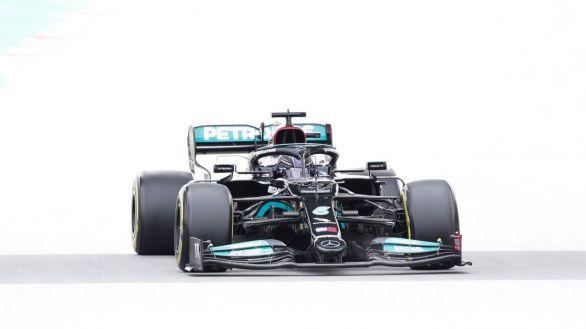 GP España. Hamilton aprovecha la exhibición de Mercedes