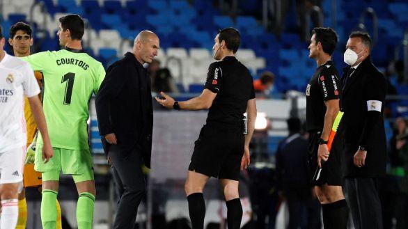 El Madrid estalla y Zidane deja una imagen inédita con el árbitro