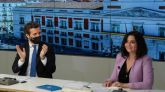 El presidente del PP, Pablo Casado, aplaude a la presidenta de la Comunidad de Madrid, Isabel Díaz Ayuso.