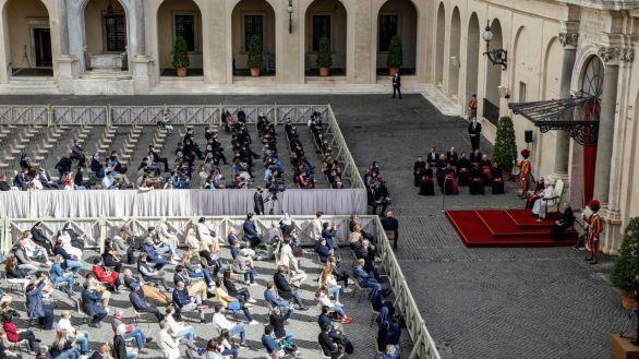 El Papa recupera el contacto con los fieles: