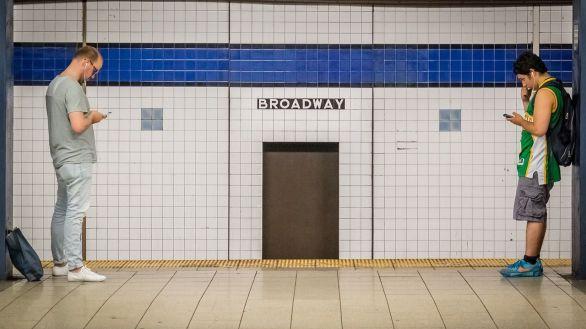 Nueva York empieza a vacunar en las estaciones de metro a cambio de viajes gratuitos