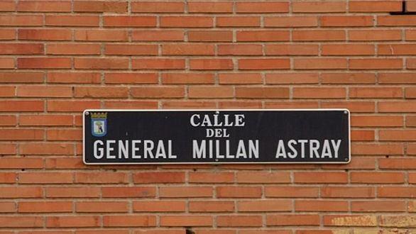 Placa de la calle del General Millán Astray.