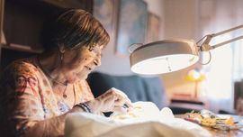 La Fundación 'la Caixa' lanza un programa pionero para que las personas mayores recuperen el sentido de sus vidas en pandemia.