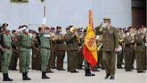 El Rey Felipe VI pasa revista a las tropas durante el acto de reconocimiento al personal participante en misiones en Afganistán.