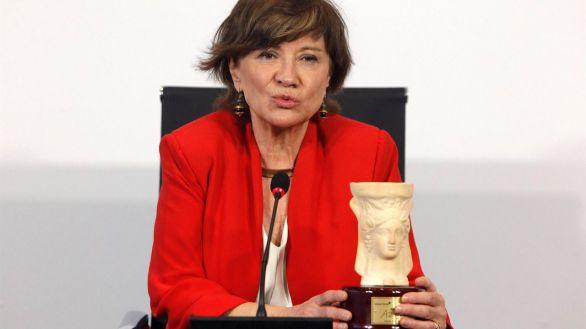 La escritora Nativel Preciado tras recibir hoy jueves en Alicante el Premio Azorín de Novela 2021.