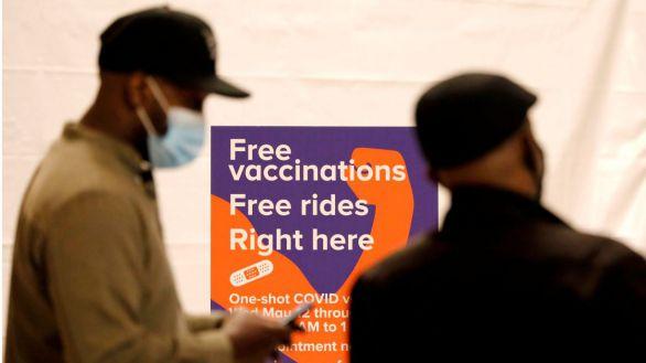 La población vacunada de EEUU podrá ir sin mascarilla incluso en interiores