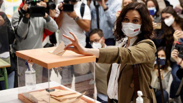La presidenta de la Comunidad de Madrid, Isabel Díaz Ayuso, votando en las elecciones del pasado 4 de mayo.