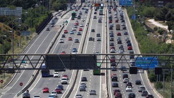 Graves retenciones de tráfico en la salida de Madrid por la A-6.