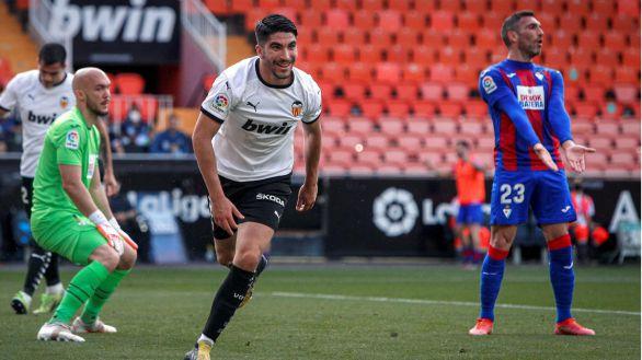 Voro reanima al valencia y deja al Eibar en Segunda |4-1