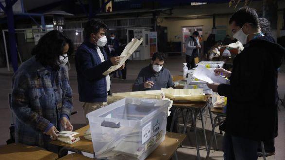 Chile castiga a la clase política y confía la nueva Constitución a independientes