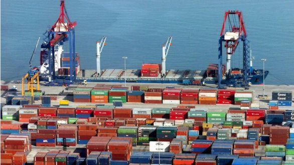 Disminuye el déficit comercial por el repunte de las exportaciones