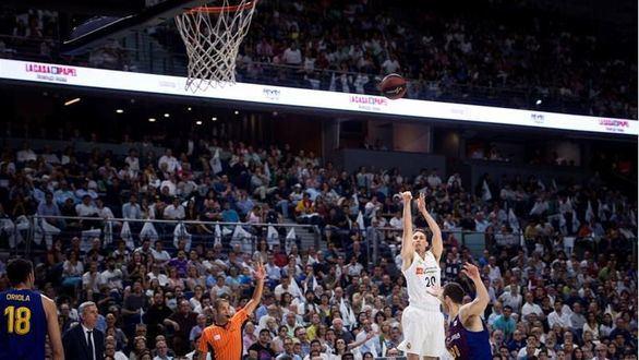 El público vuelve a las canchas de baloncesto
