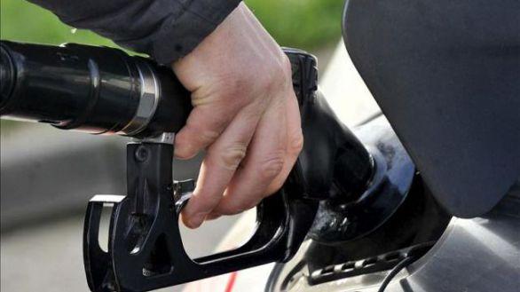 Gobierno aboga por subir los impuestos al diésel y la gasolina