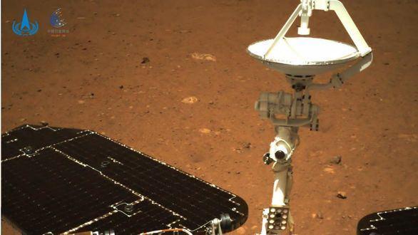 China comienza a explorar la superficie del Planeta Rojo con el vehículo Zhurong