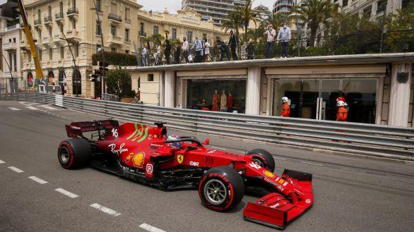 GP Mónaco. Carlos Sainz brilla y Leclerc, 'pole' y accidente
