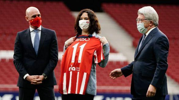 El simpático vacile de los jugadores del Atlético que desató la risa de Ayuso