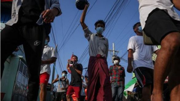 Suu Kyi comparece en persona ante un tribunal por primera vez tras el golpe