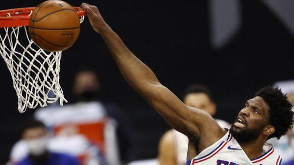 NBA Playoffs. Embiid y Simmons despejan la segunda victoria de los Sixers