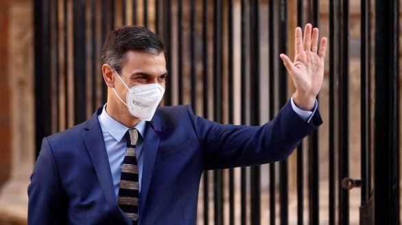Sánchez se revuelve contra los barones del PSOE