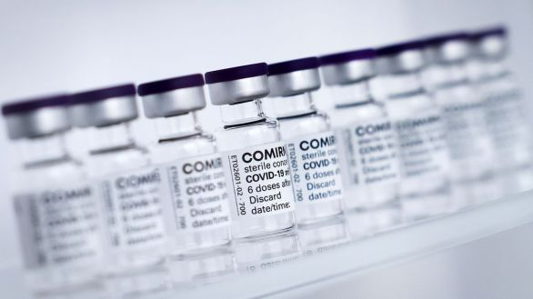 La EMA da luz verde a vacunar con Pfizer a adolescentes de entre 12 y 15 años