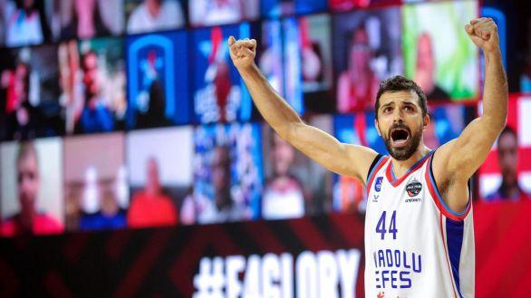 Euroliga. El Efes, a la final después de sobrevivir a la remontada del CSKA |86-89