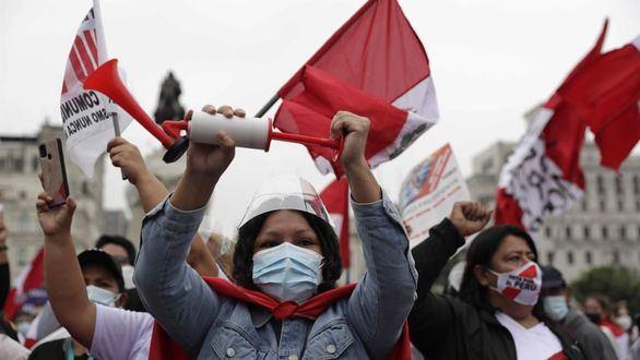 Perú reajusta sus registros y suma 111.000 muertos por coronavirus
