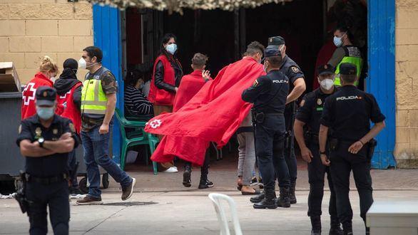 Marruecos entorpece el ritmo de expulsión de inmigrantes y continúa el asedio a la frontera