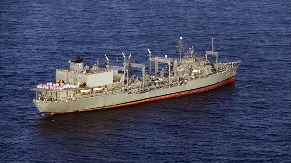 Un buque de la Armada iraní se incendia y se hunde en el golfo de Omán