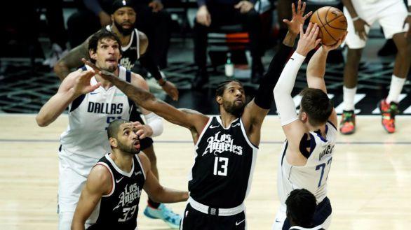 NBA Playoffs. Un lesionado Doncic brilla hasta asaltar Hollywood