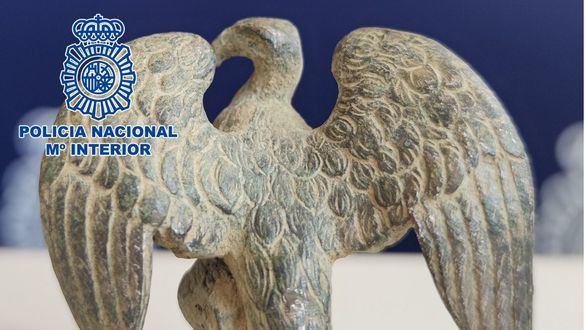 Recuperadas 495 monedas romanas, un águila símbolo de la legión romana y dos hachas del neolítico