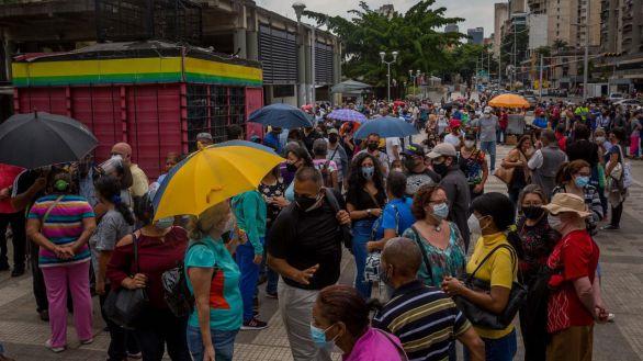 Anarquía en el proceso de vacunación bajo el régimen de Maduro
