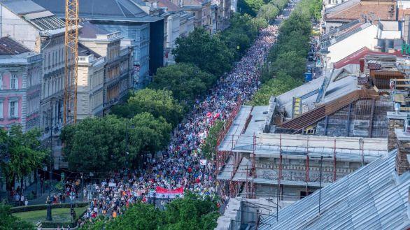 Multitudinaria protesta en Budapest contra la apertura de una universidad china