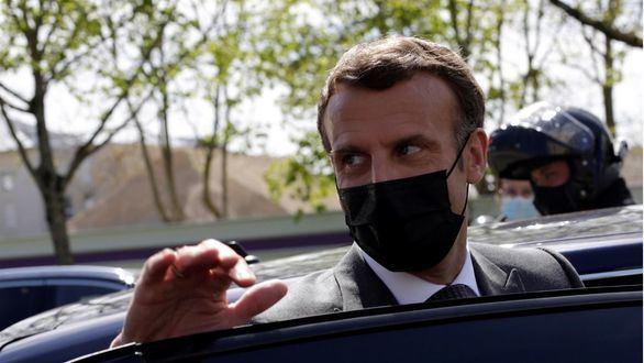 Macron, abofeteado por un hombre al acercarse a saludar