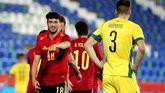 La España joven supera con sobresaliente su labor de sustituir a los mayores |4-0