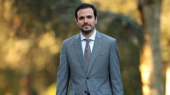 Garzón juega a hacer oposición desde el Gobierno y Twitter estalla