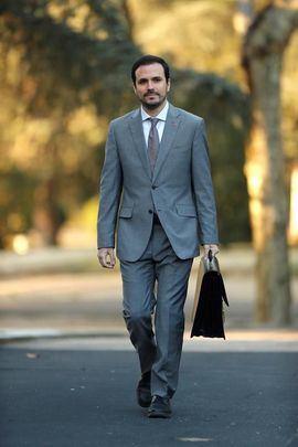 Garzón juega a hacer oposición desde el Gobierno y Twitter estalla de indignación