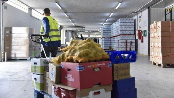 La Fundación la Caixa duplica con un millón de euros los donativos a la acción Ningún hogar sin alimentos para las personas más afectadas por la pandemia.