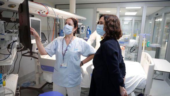 Ayuso renovará los más de 11.100 contratos extraordinarios de sanitarios contra la covid-19