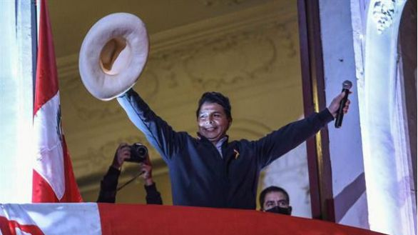 Pedro Castillo se impone en un escrutinio que Fujimori tilda de fraudulento