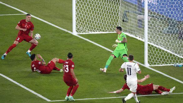Italia alza el telón arrollando a Turquía | 0-3