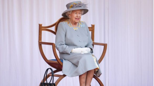 Isabel II celebra su cumpleaños 'oficial' en una ceremonia reducida
