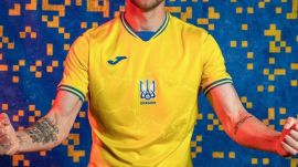 Ucrania desafía a la UEFA y jugará con un lema político
