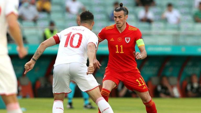 Gales arrancó un empate batallado ante Suiza