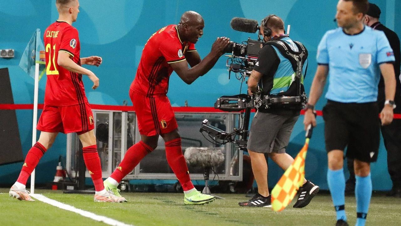 Romelu Lukaku protagoniza el debut triunfal de Bélgica