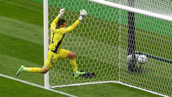 Del golazo de Schick al empate de España, con la primera roja de por medio