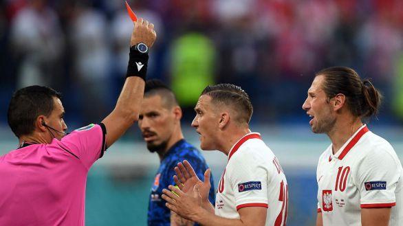 Eslovaquia se aprovecha de una tibia Polonia | 1-2