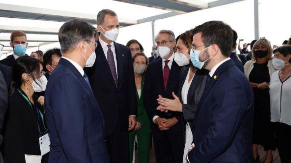 El Rey habla con Aragonès y Colau en el Círculo de Economía