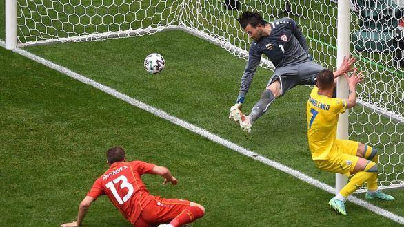 Ucrania salva el pellejo ante Macedonia del Norte   2-1